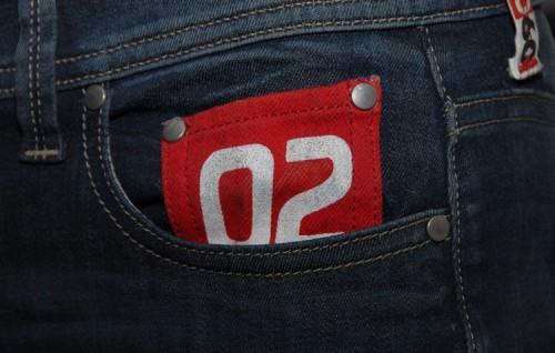 jean homme 5 boutons,jean femme slim,sneakers hautes,sneaker basse,onwear,streetwear,workwear,urbanwear,casualwear,sportswear,basket légère en caoutchouc,pièce unique,fabriqué à la main,pièce numérotée,large choix de coloris,grand choix de formes