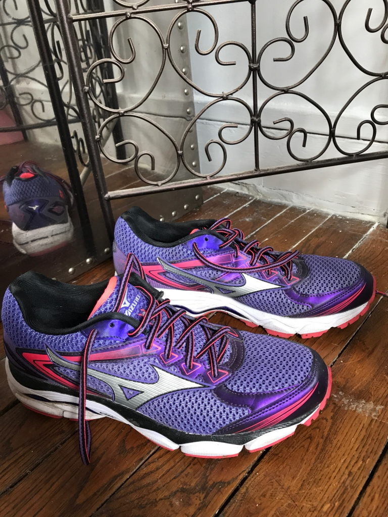 Nouveau Mizuno Wave Prophecy 5 Chaussures De Course Femme Taille 8 or//violet dernière paire
