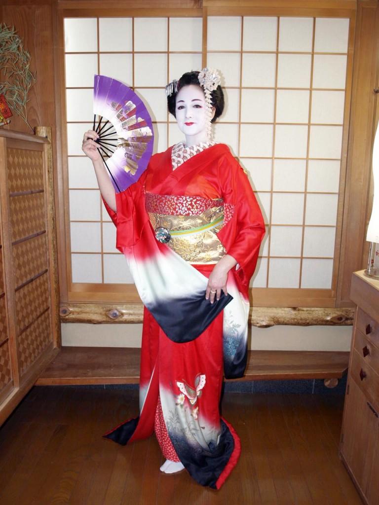ceinture obi,costume traditionnel japonais,kimono,habit de  geisha,maquillage de geisha